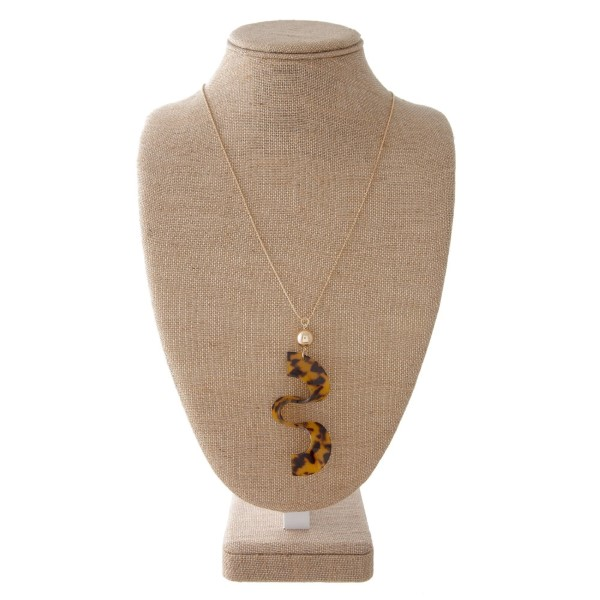 """Gold tone adjustable necklace with acetate squiggle shape. Approximately 30"""" in length with a 3"""" pendant."""