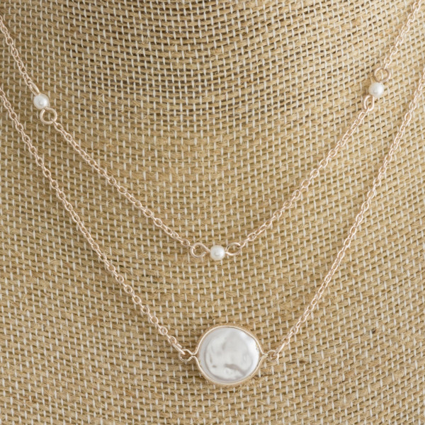 "Short metal layered necklace with pearl pendant. Approximate 14"" in length."