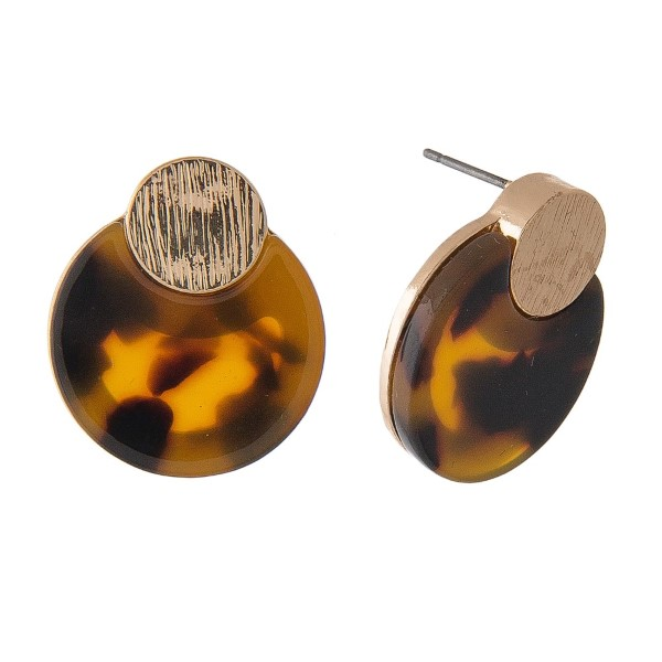 """Gold tone post earring with acetate circle design. Approximately 1"""" in diameter."""