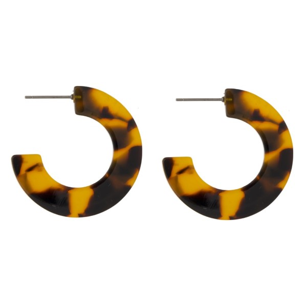 "Acetate hoop earring. Approximately 1"" in diameter."