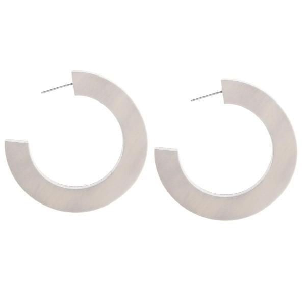Enjoy these gorgeous wooded hoop earrings. Approximate 1.5 in diameter.