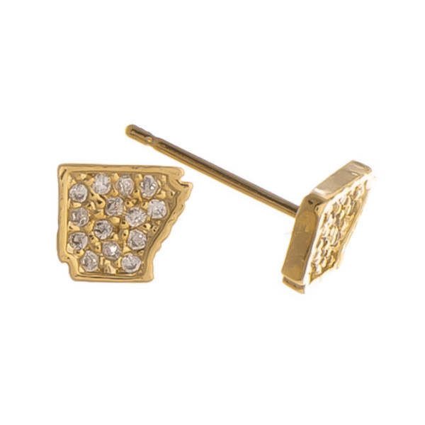 Take your state with you with these gorgeous state stud earrings. Approximate 6mm.