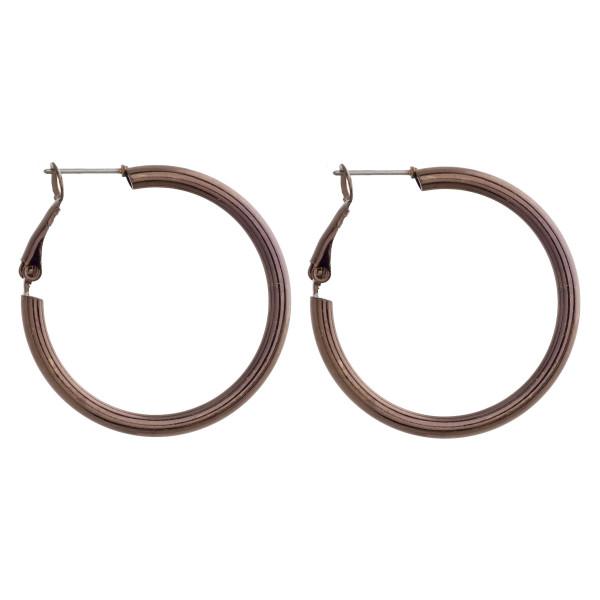 "Short metal hoot earrings. Approximate 1"" in diameter."