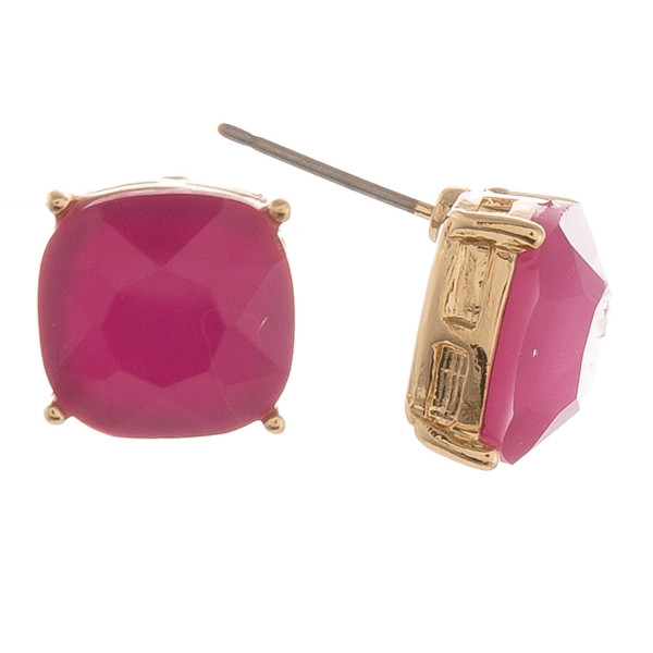 Gold stud earrings featuring a iridescent acrylic stone detail. Approximately 1cm in diameter.