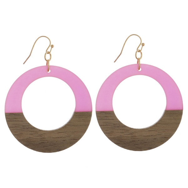 Long hoop acetate and wood earrings. Approximate