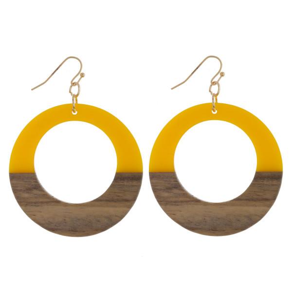 Long hoop acetate and wood earrings. Approximate