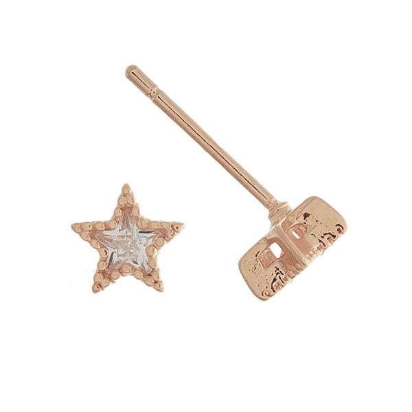 Grab these gorgeous star stud earrings with rhinestones. Approximate 1cm.