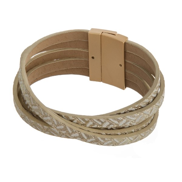 Leather bracelet with magnetic closure.