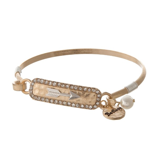 Metal bracelet with arrow and pearl detail.
