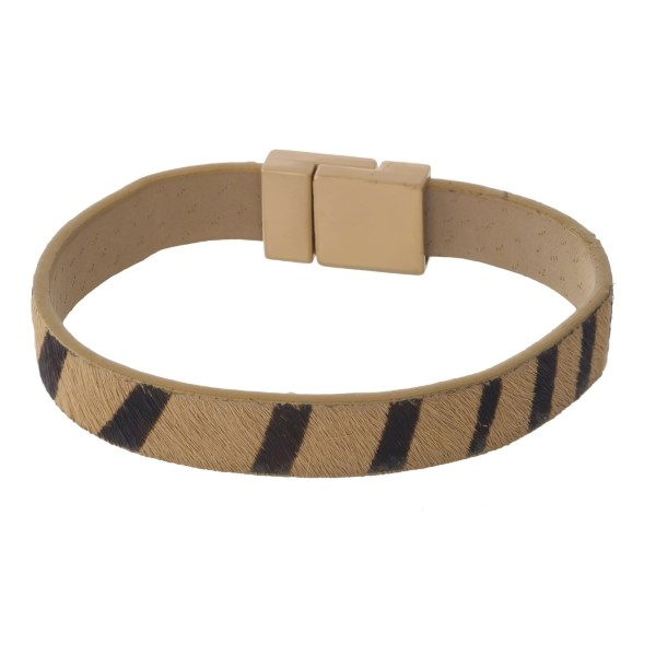 Faux leather magnetic bracelet with animal print.