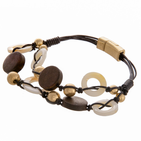 Cute wrap magnetic bracelet with acetate and wood details. Approximate 3.5 in diameter.