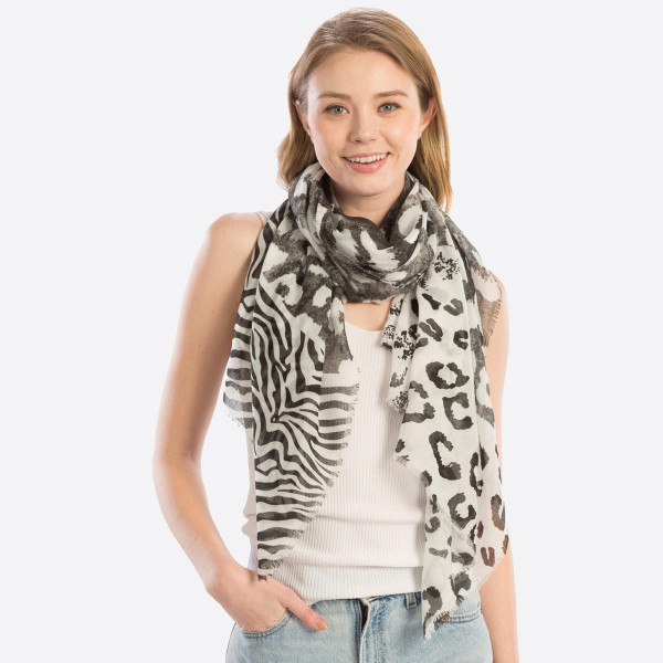 Mixed animal print oblong. 35.4X70.8. 100% polyester.