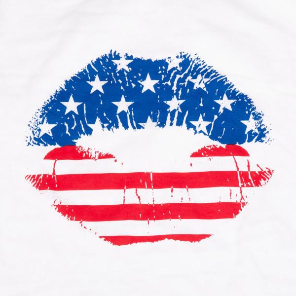 "White Anvil short sleeve graphic boutique t-shirt featuring ""American Lips"".  - Pack Breakdown: 6pcs / pack  - Sizes: 1-S / 2-M / 2-L / 1-XL  - Composition: 100% Cotton"
