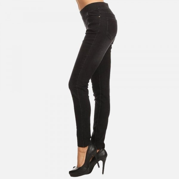 """Women's classic pull on black jeggings.  - Pull on style  - 4 functional pockets - Elastic 1.5"""" waistband  - Pack Breakdown: 6pcs/pack - Sizes: 2S / 2M / 2L - Inseam approx. 29"""" L - 76% Cotton, 22% Polyester, 2% Spandex"""