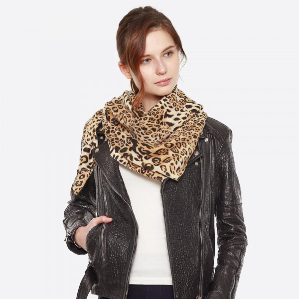 Lightweight animal print scarf.