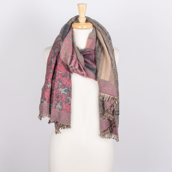 Embroidered scarf. 100% viscose.