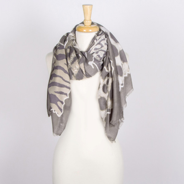 Animal print scarf. 100% viscose.