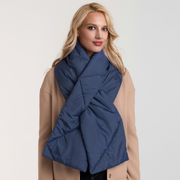 Quilted down scarf. 100% polyester.