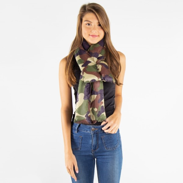 Camouflage down scarf. 100% polyester.