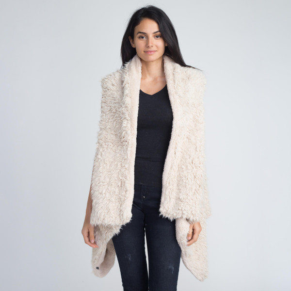Faux sherpa vest. 80% acrylic and 20% polyester.