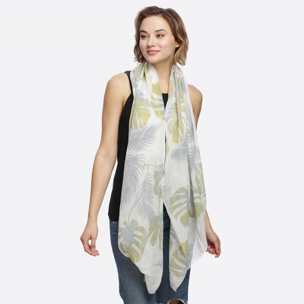 Floral leaf print obion. 100% Polyester.