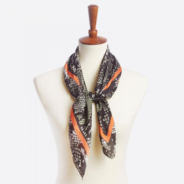 Animal printed scarf. 100% polyester.