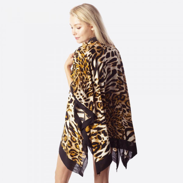 Animal print kimono. 100%viscose