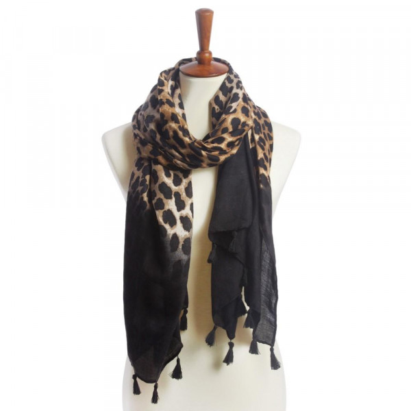 Animal printed oblong scarf. 100% polyester.