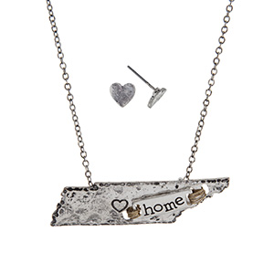 """Silver tone necklace set displaying the state of Tennessee with a wire wrapped bar stamped """"home"""". Approximately 19"""" in length."""