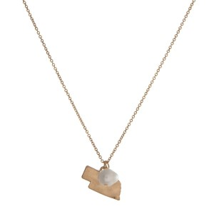 "Dainty gold tone necklace with a state of Nebraska pendant and a freshwater pearl accent. Approximately 16"" in length."