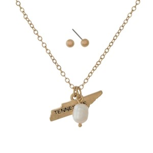 """Gold tone necklace set with a Tennessee state pendant and stud earrings. Approximately 16"""" in length."""