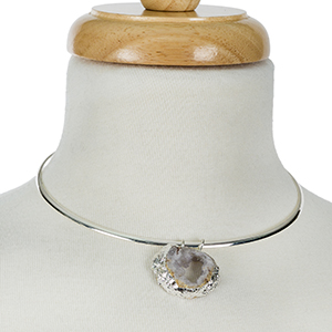 """Silver tone metal choker with a gray druzy, natural stone pendant. Approximately 5"""" in diameter with 3"""" extender chain."""