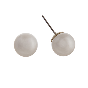 14mm cream pearl stud earrings.