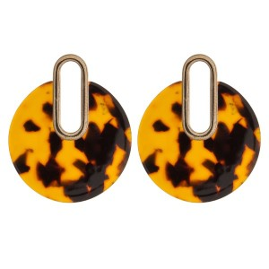 Gold tone, post style earring with acetate circle shape.