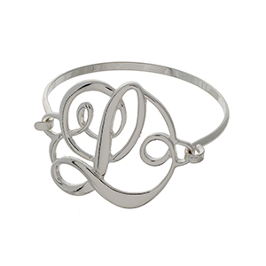 """Silver tone initial bracelet featuring the letter """"L""""."""