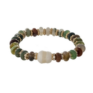 Green semi-precious stone stretch bracelet with a freshwater pearl bead accent.