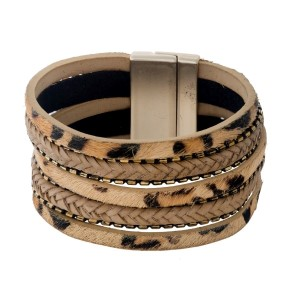Genuine leather bracelet with a magnetic closure and an animal print.