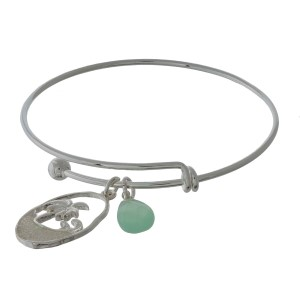 Silver tone, adjustable bangle bracelet with an iridescent glitter beach charm.