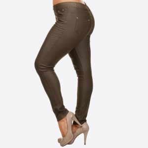 Women's Classic Solid Skinny Jeggings. These jeggings are styled to resemble a pair of jeans. Get both comfort and style!   • Full length jeggings featuring a light sheen and jean-style construction  • Lightweight, breathable cotton-blend material for all day comfort  • Belt loops with 5 functional pockets  • Decorative, non-functional rhinestone button and fly with rivet details  • Super Stretchy  • Pull up Style   Composition: 68% Cotton, 27% Polyester, 5% Spandex  Pack Breakdown: 6pcs/pack. 2XL: 2XXL: 2XXXL
