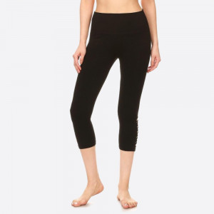 SOLID KNIT HIGH WAISTED CAPRI LEGGING WITH BOTTOM SIDE PANEL CUT OUTS.  SIZE: S/M-L/XL (3:3) PACKAGE:6PCS/PREPACK 61% VISCOSE 34% POLYESTER 5% SPANDEX