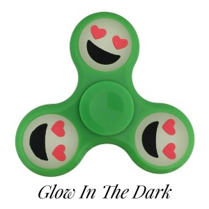 Green Glow in the Dark fidget spinner featuring a smiling face with heart shaped eyes emoji. Allows you to spin stress away, and can even help some people focus! Ceramic ball bearings allow for long spin times.